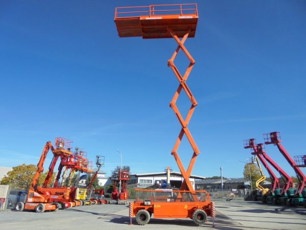 Holland-Lift Q135 www.hs-rental.de